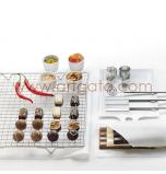 Le Chocolatier   3 Fourchettes à tremper, 1 Grille, 4 Découpoirs & 1 Livre de Recettes